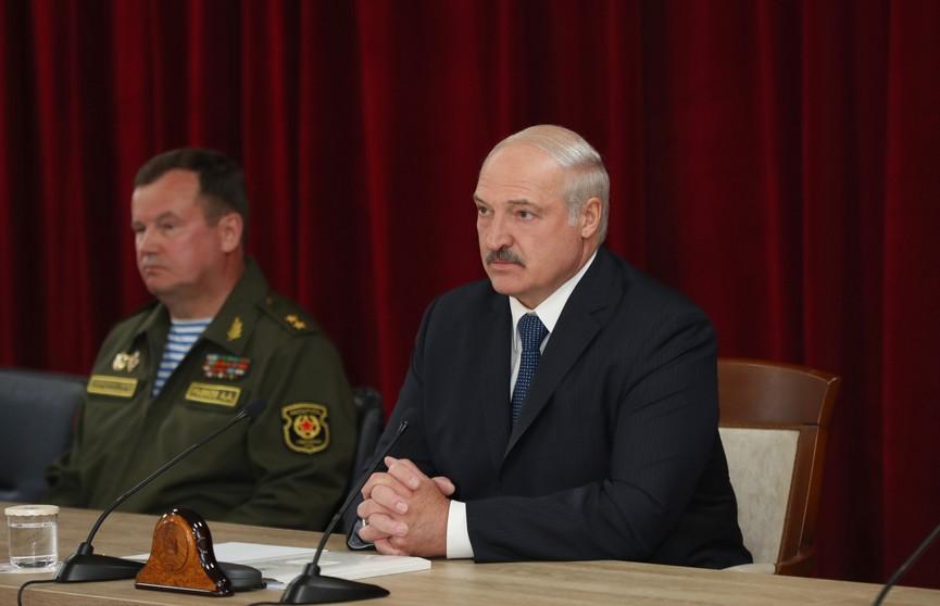 Лукашенко: в новой Конституции надо прописать, что Президентом можно стать только после службы в армии