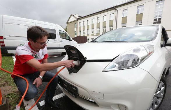 Правительство утвердило порядок возврата НДС физлицам при покупке электромобиля