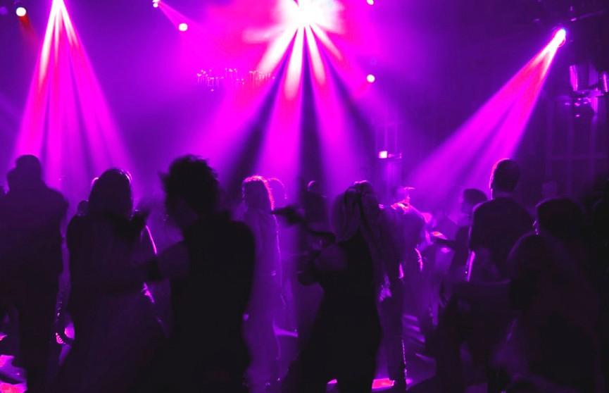 Уборщицы в ночном клубе клубы знакомств в москве для секса