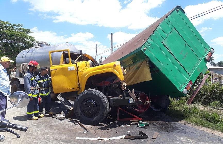 Два грузовика столкнулись на Кубе, пострадали более 30 человек