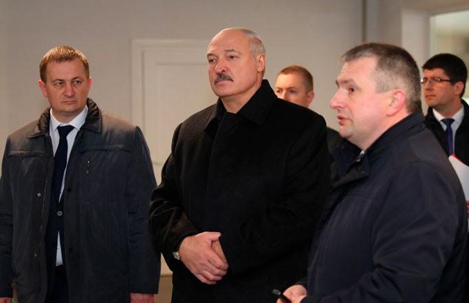 Александр Лукашенко посещает организации группы компаний «Серволюкс» в Смолевичском районе