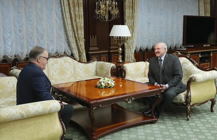 Глава государства провёл встречу с экс-президентом Латвии