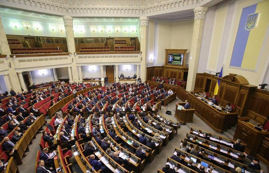 Верховная рада обсуждает введение военного положения в Украине на 30 дней
