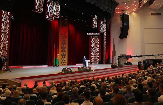 Лукашенко: если мы пойдем по навязанным сценариям заграничных кукловодов, то перестанем быть белорусами