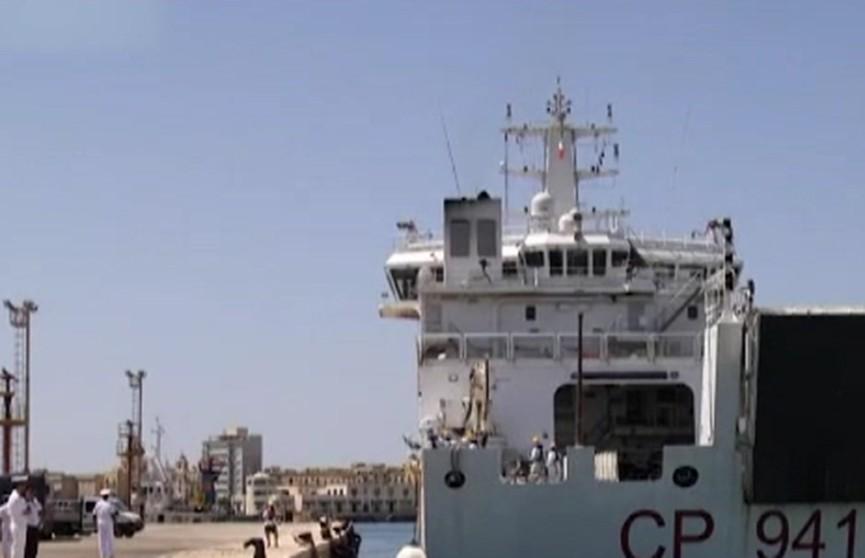 Италия приняла корабль с мигрантами, но требует отправить их в другие страны ЕС