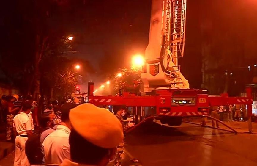Семь человек погибли при пожаре в офисном здании в Индии