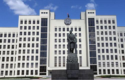 Базовую ставку и тарифную сетку для оплаты труда бюджетников утвердило Правительство