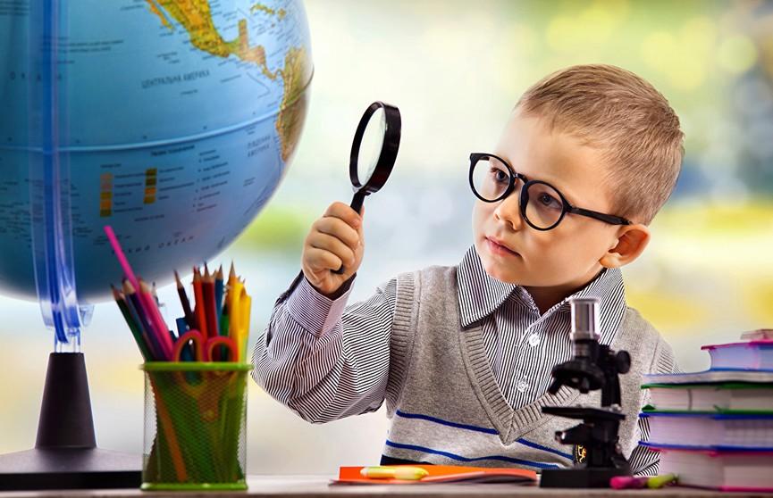 Двухлетний мальчик посетил 11 стран за месяц и попал в Книгу рекордов России