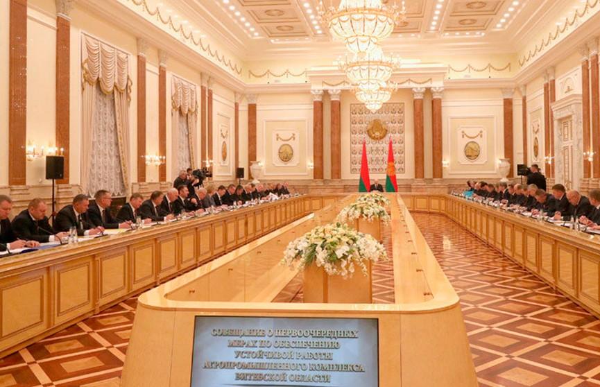 «Мужики, я вас очень прошу: поймите серьёзность момента»: Лукашенко потребовал от АПК Витебской области выплатить все долги