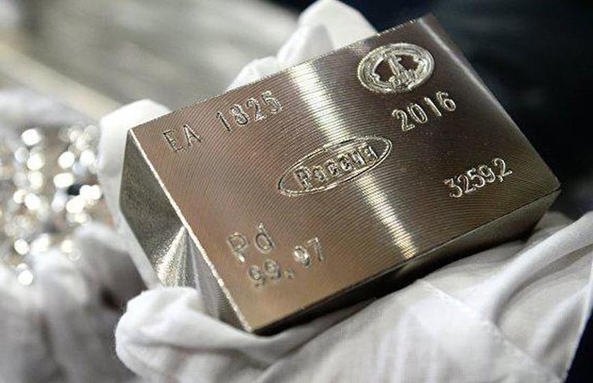 Палладий стал дороже золота впервые за 16 лет