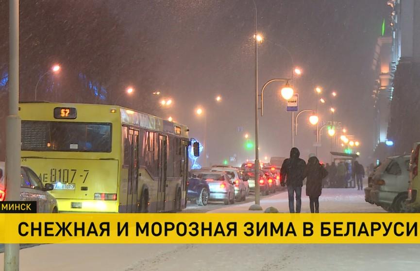 Максимальные пробки, аварии и просьбы помочь почистить снег: как в столице справляются с непогодой
