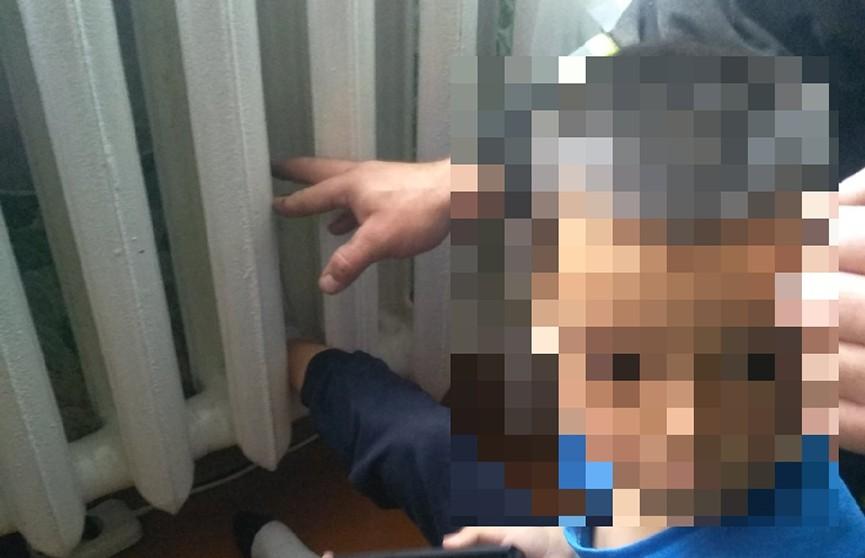 Ребенок застрял в радиаторе отопления – спасли работники МЧС