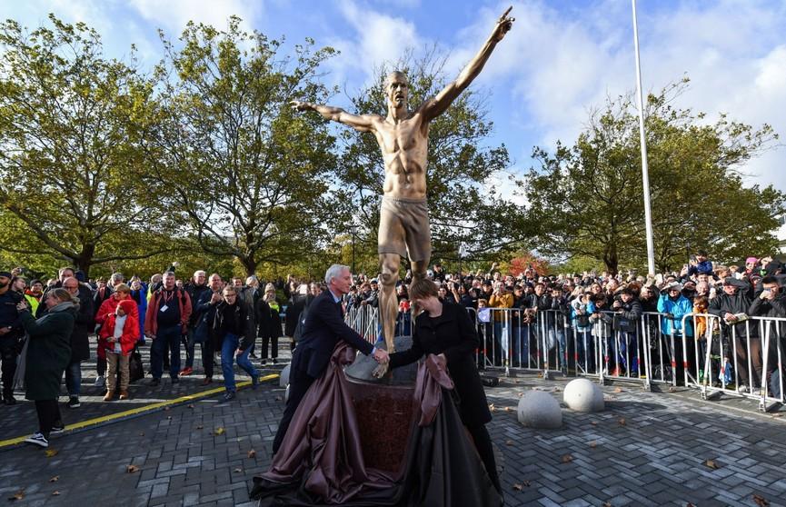 Футболисту Златану Ибрагимовичу установили памятник в Швеции
