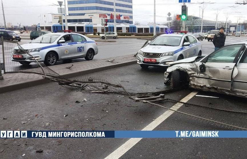 ДТП в Минске: пьяный водитель «БМВ» врезался в «Форд», который остановился перед светофором