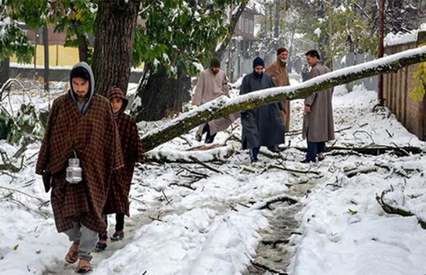Снег неожиданно выпал в Индии в ноябре впервые за десять лет