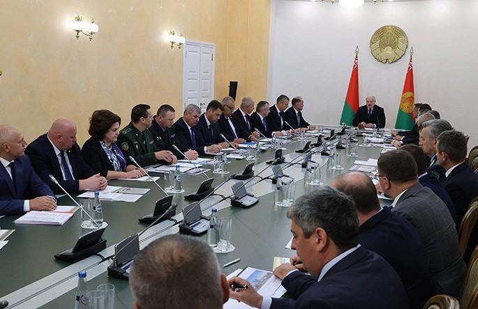 Лукашенко: лето было во всех отношениях горячим, но никто не снимал главную обязанность – работать и давать результат
