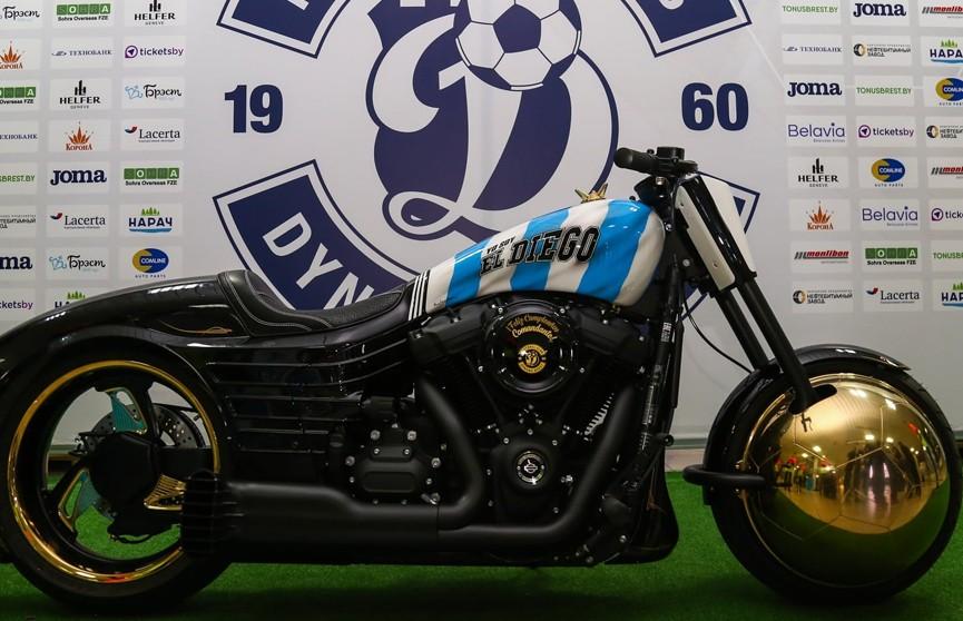 Марадона получил Harley Davidson в подарок от «Динамо-Брест»