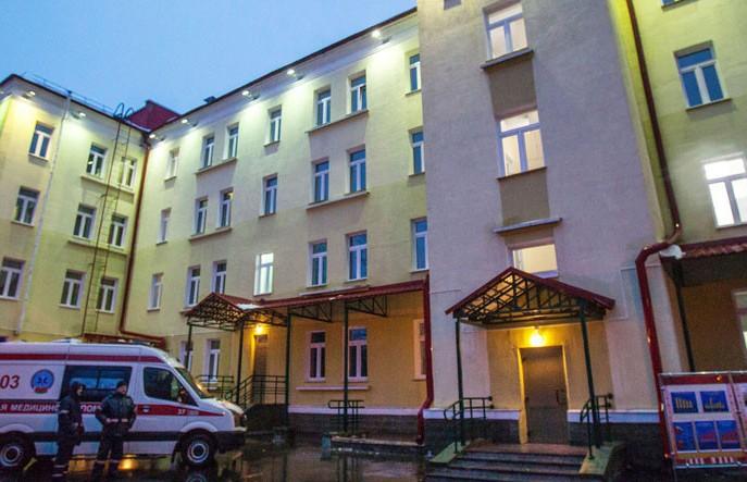 Средства защиты и термометры передали профсоюзы Витебской областной инфекционной больнице
