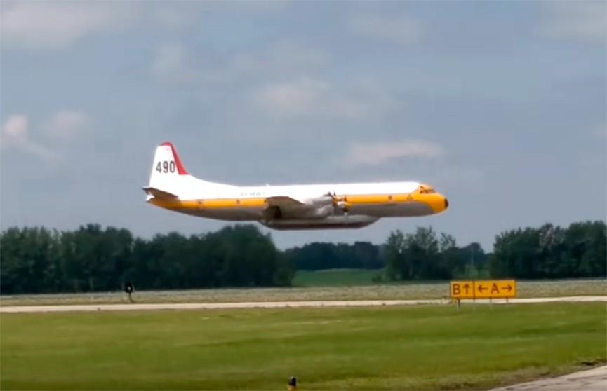 Кадры жёсткой посадки самолёта в Канаде