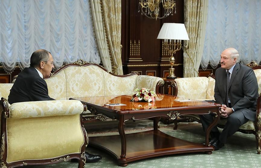 Александр Лукашенко обсудил актуальные вопросы с Сергеем Лавровым