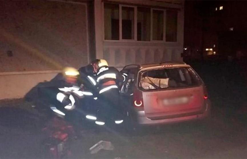 Авто врезалось в балкон жилого дома в Лиде