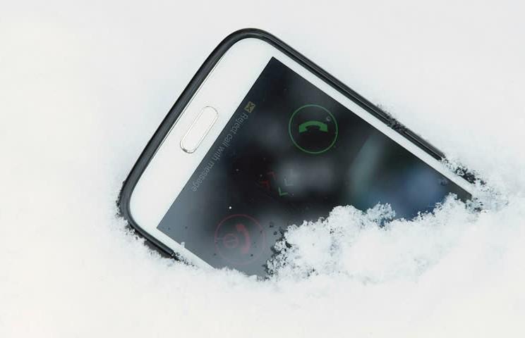 Как спасти упавший в сугроб смартфон? Советы эксперта