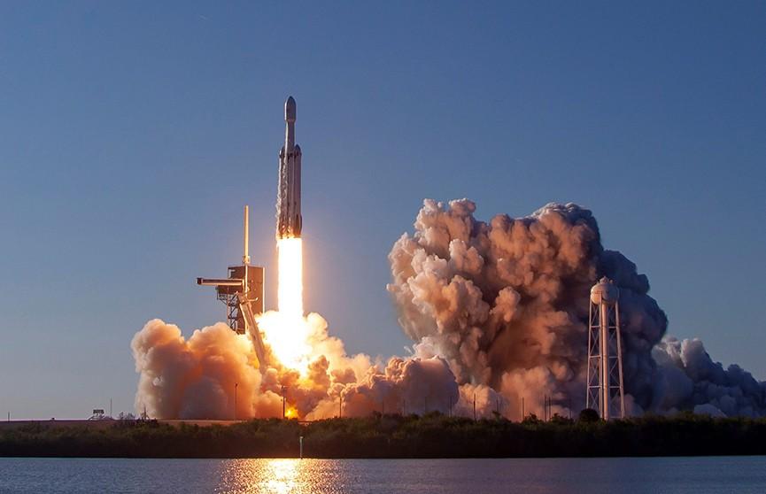 SpaceX провела первый коммерческий запуск ракеты ко Дню космонавтики