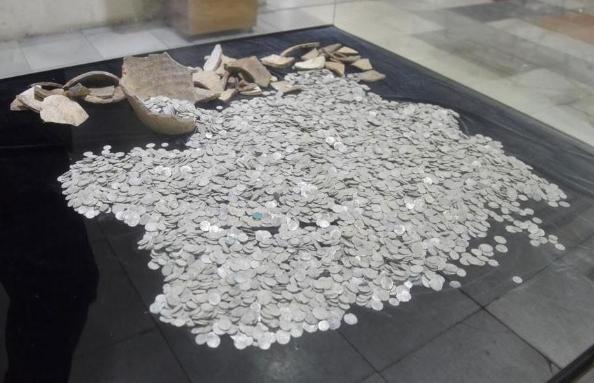 В Болгарии заключённые нашли семь тысяч серебряных монет