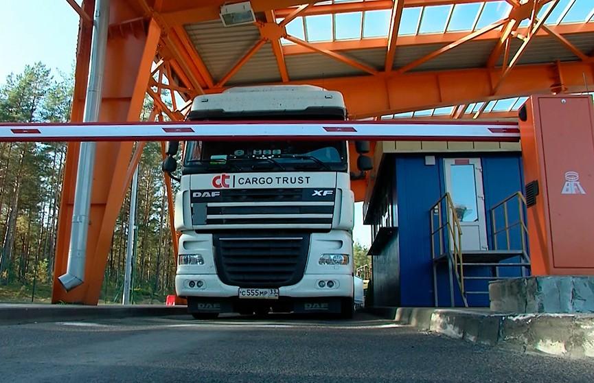 Более 900 грузовиков стоят в очередях на границе с Литвой и Латвией