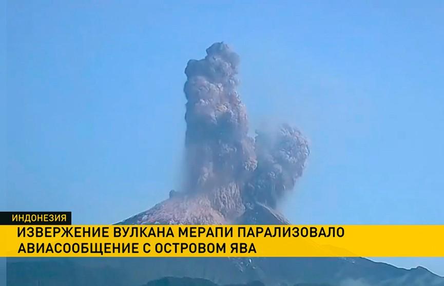 Извержение вулкана Мерапи парализовало авиасообщение в Индонезии