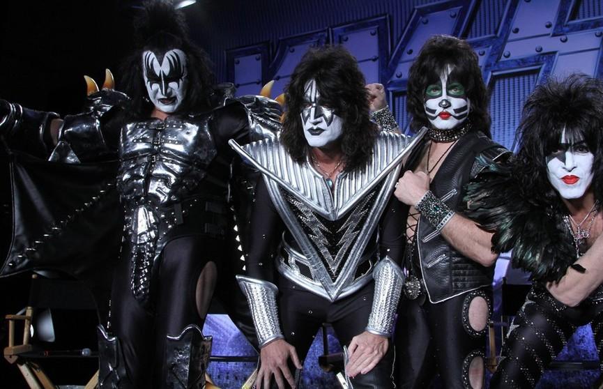 Kiss сыграли концерт для белых акул, но хищников это не заинтересовало