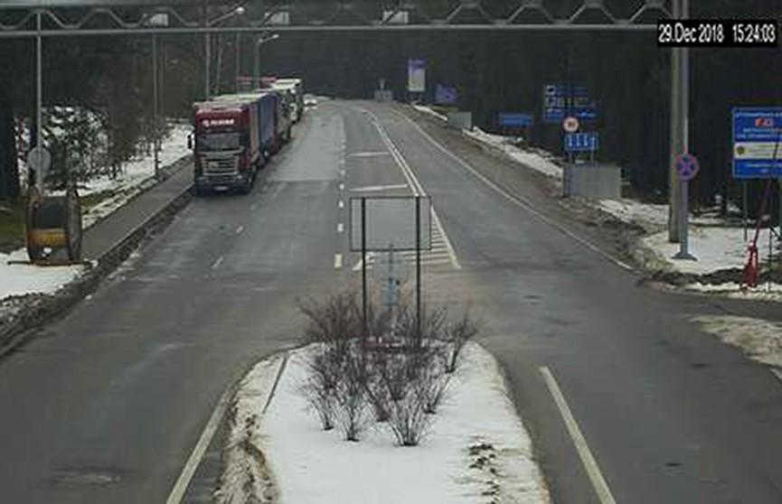 Затор на границе: более 700 грузовиков не могут попасть в Литву