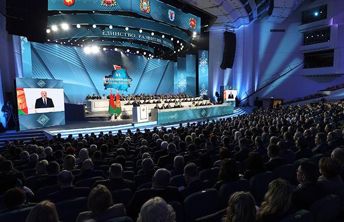 Лукашенко: настало время модернизировать информационную политику