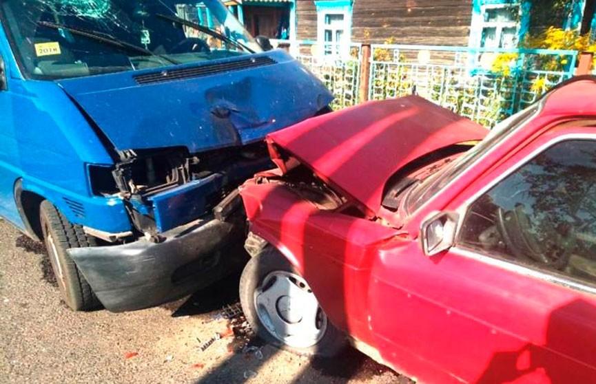 18-летний бесправник врезался в микроавтобус в Пинском районе