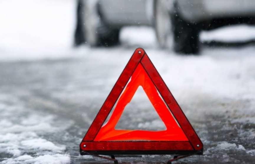 ДТП в России: белорусский грузовик столкнулся с легковушкой. Два человека погибли