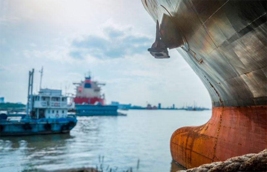 Севший на мель сухогруз перекрыл Волго-Каспийский судоходный канал в России