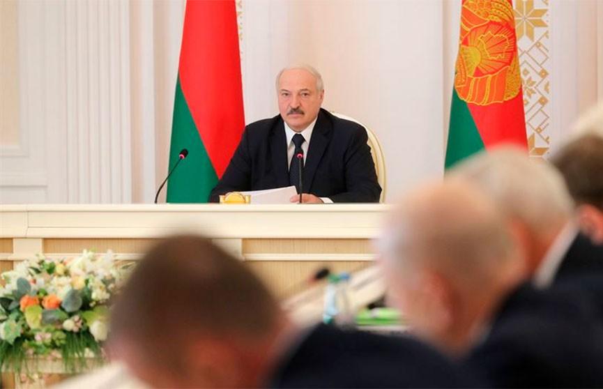 Лукашенко о главной задаче власти: Не допустить, чтобы сложности переносились на людей