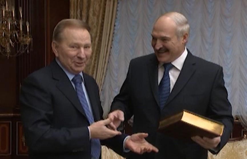 Президент Беларуси поздравил главу благотворительного фонда «Украина» Леонида Кучму с 80-летием