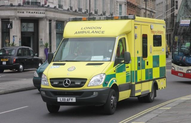 Двое неизвестных облили мужчину кислотой  в Лондоне