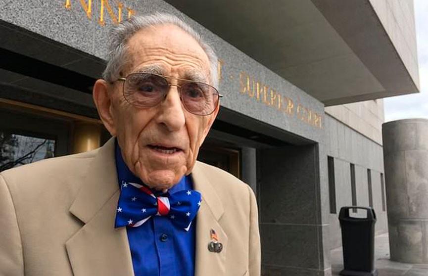 Американец в 99 лет продолжает работать и не думает уходить на пенсию