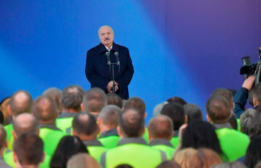 «Чтобы не стоять на коленях»: Лукашенко рассказал, почему Беларусь покупает энергоносители не только в России