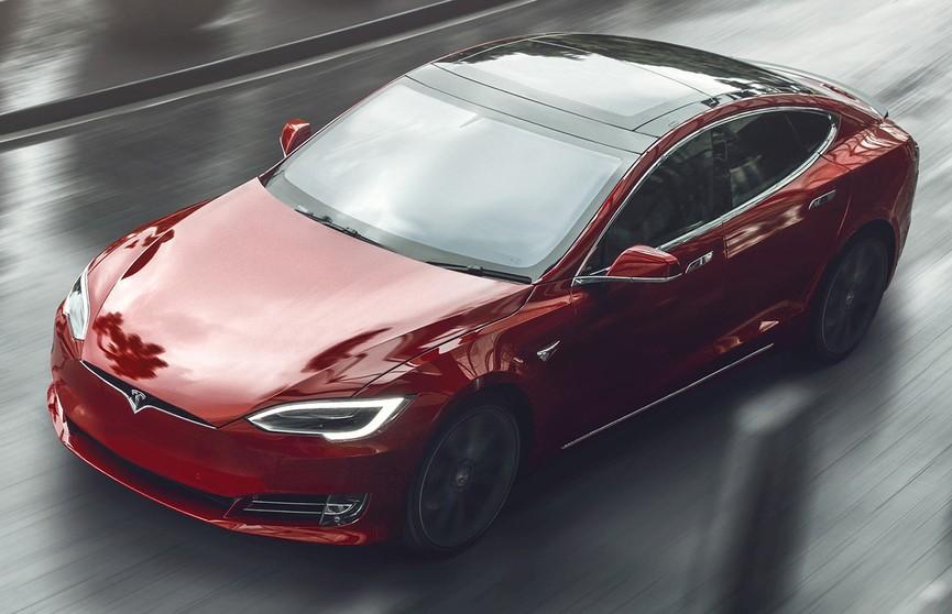 Илон Маск представил самую быструю Tesla. Она разгоняется до 96,5 км/ч за две секунды