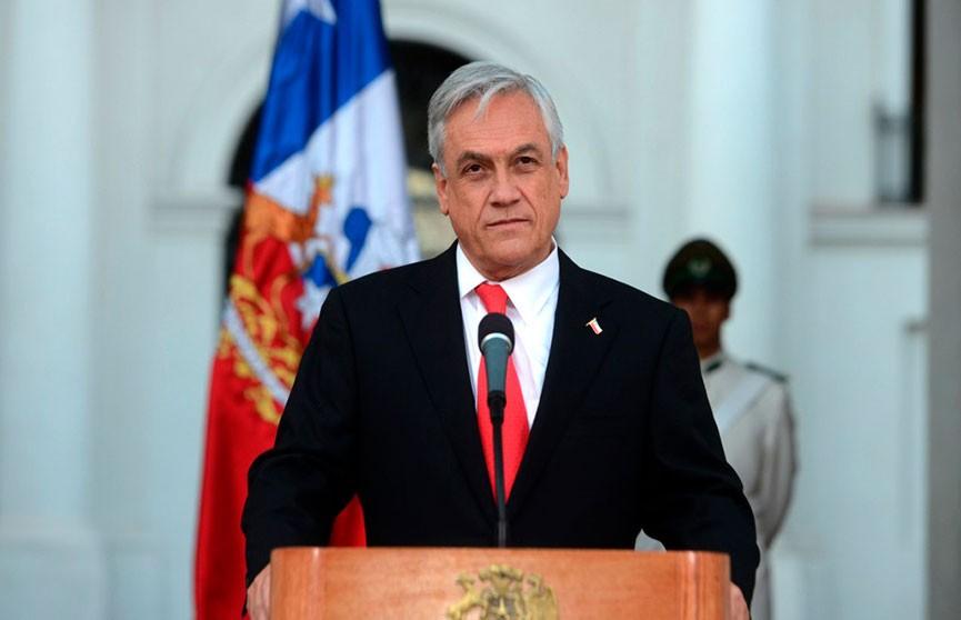 На фоне протестов президент Чили попросил правительство уйти в отставку