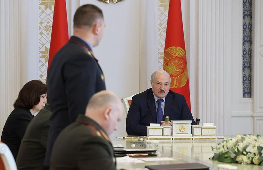 Лукашенко поручил представить к наградам милиционеров, которые помогли предотвратить теракты