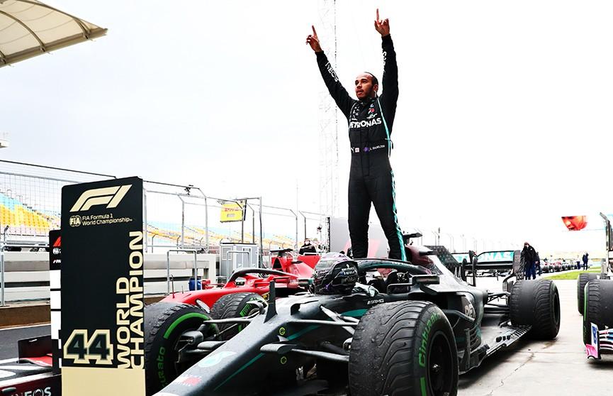 Льюис Хэмилтон стал семикратным чемпионом  «Формулы-1». По количеству побед он сравнялся с рекордсменом Михаэлем Шумахером
