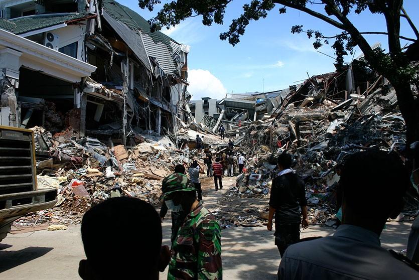Более 20 человек погибли в результате землетрясения в Индонезии