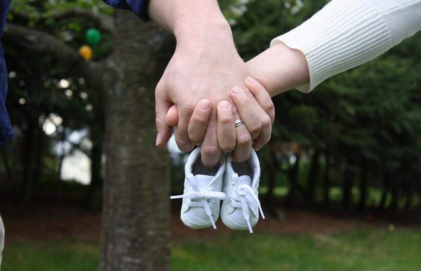 Мужчина спас жену и новорождённого сына с помощью шелковых шнурков