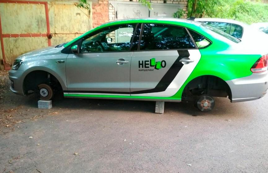 Фотофакт: в Минске с каршерингового авто сняли колеса