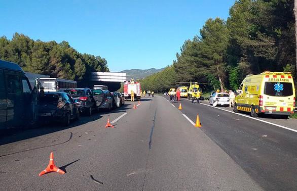 25 человек пострадали в массовой аварии в Каталонии