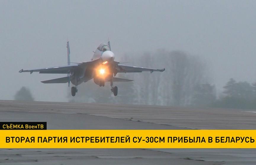 Вторая пара боевых Су-30 СМ прибыла из России на аэродром в Барановичах